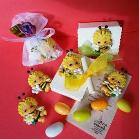 cod.MCAP5 Calamita apina gialla – 5 soggetti assortiti – confezione con sacchettino organza oppure su scatolina