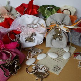 cod.PCH210 Portachiavi in acciaio disponibili diversi soggetti: quadrifoglio, papero, farfalla, chiave, gufo, colomba, tau, bimbo, bimba, casetta