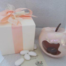 bomboniere solidali cod.VS3000 Lanterna mela cm.9x9 in ceramica completa di scatola cm.10x10 - disponibile anche nel colore bianco