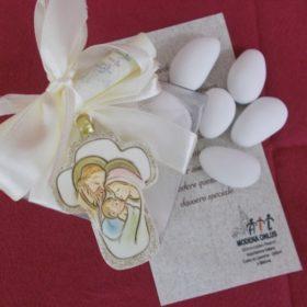 bomboniere solidali ail RR6000 Croce in resina con Sacra Famiglia cm.6x4