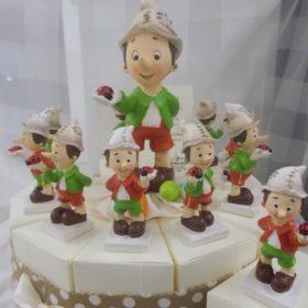 cod.TR11PNC Torta Pinocchio con soggetto centrale, disponibile nel formato 11 o 15 fette