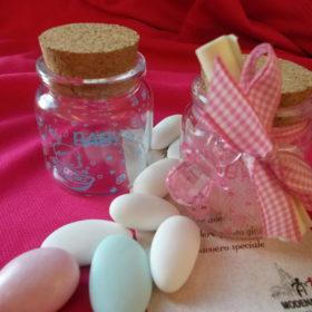 cod.NB2VS Vasetto in vetro con tappo in sughero e scritta baby - disponibile nei colori rosa-celeste-rosso - cm.6x4,5