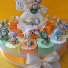 cod.TR18ANM Torta animaletti in resina colorata 18 fette+soggetto centrale salvadanaio - 6 animaletti assortiti